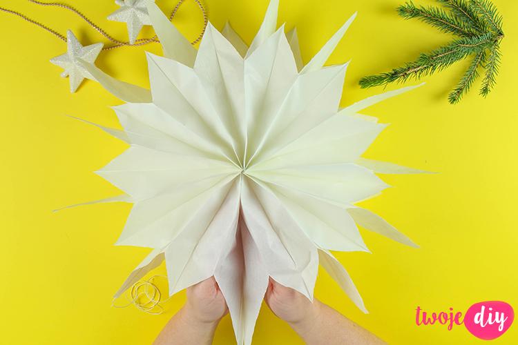 gwiazda-z-papierowych-torebek-10