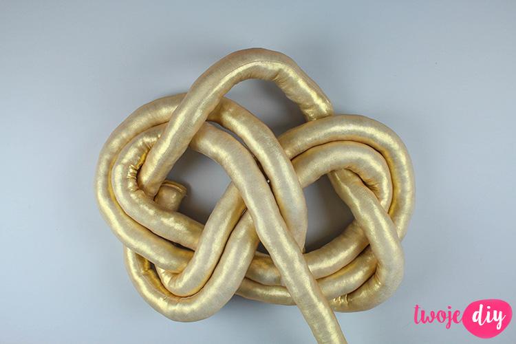 diy-pillow-knot-24