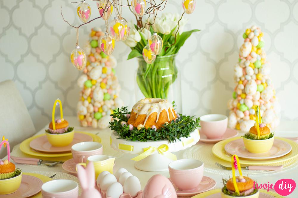 Pastelowy stół wielkanocny
